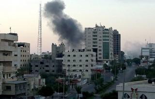 İsrail, Filistin hükümet binalarını bombaladı