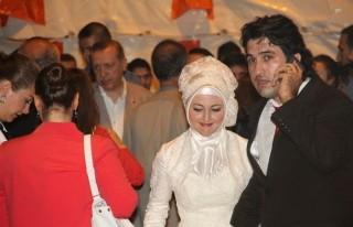 Başbakan Erdoğan'a Gelin ve Damat Sürprizi