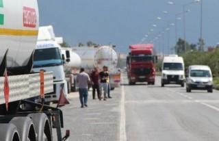 Tanker Kuyruğu Mahalleliyi Korkutuyor