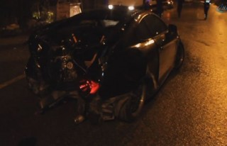 Alkollü sürücü elektrik direğine çarptı!