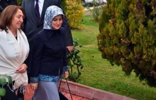 Sare Davutoğlu, Selvi Kılıçdaroğlu'na taziyede...