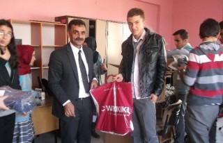 Malatya'dan Nurhak'a Giyim Yardımı