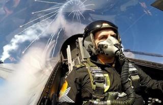 Hava Kuvvetleri Komutanı Solotürk kokpitinde