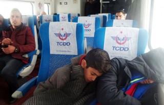 Yüksek Hızlı Tren'de 300 yolcu mahsur kaldı!