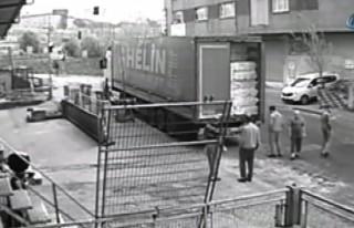 TIR'dan iplik çalan hırsızlar kamerada!!