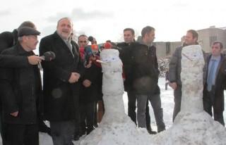 Oktay Vural'dan kardan adamlı şov!