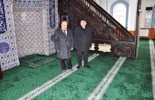 Elbistan'da Camiler Yeni Halılarla Donatıldı