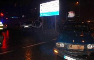 İki otomobil çarpıştı: 4 yaralı!