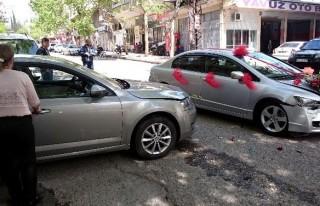 Gelin Arabasıyla Otomobil Çarpıştı