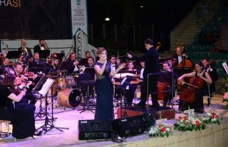 Adana'da Zuhal Olcay Rüzgarı