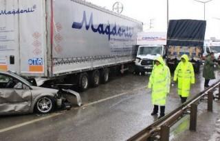 Sağanak yağmur zincirleme kazaya neden oldu: 7 yaralı!