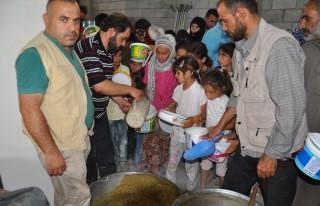 Arabistan'daki Suriyeliler Reyhanlı'da İftar Veriyor