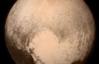New Horizons Plüton'dan ilk görüntüyü yolladı!