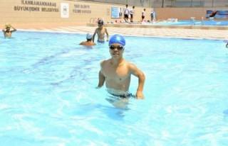 Engelliler için yüzme kursları başladı