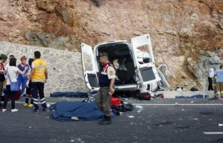Mültecileri taşıyan minibüs kaza yaptı: 9 ölü!