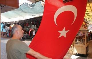 Teröre Türk Bayraklı Tepki