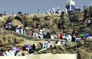 Hacı adaylarından Arafat provası!
