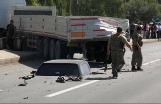 Polis aracı TIR'a çarptı: 2 şehit, 2 yaralı!