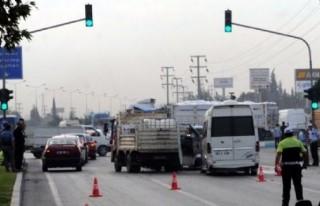 Sanayi kavşağında zincirleme kaza: 20 yaralı!