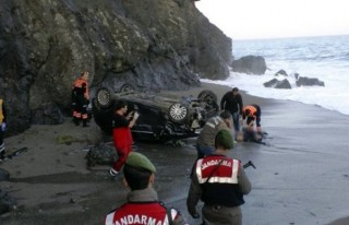 Otomobil 150 metreden sahile uçtu: 1 ölü, 1 yaralı!