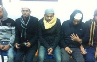 Sınırı kaçak geçmek isteyen Suriyelileri köylüler...