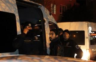 İzinsiz yürüyüş yapmak isteyen gruba polis müdahalesi:...