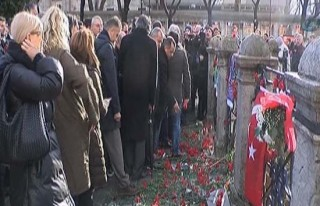 Sultanahmet Meydanı'nda anmalar devam ediyor!