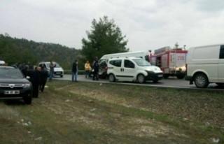 İşçileri taşıyan minibüs kaza yaptı: 8 yaralı!