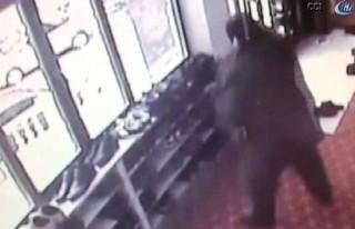 Camiden ayakkabı hırsızlığı kamerada!