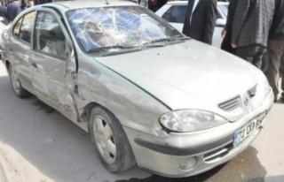 Kalp krizi geçiren sürücü kaza yaptı: 3 yaralı!