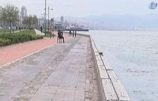 Fırtına İzmir'i vurdu!