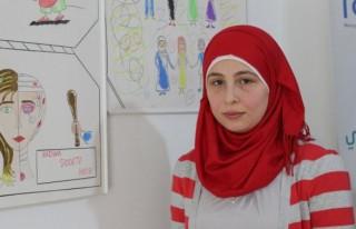 Suriyeli öğretmen acılarını resim yaparak anlatıyor