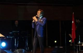 Erol Evgin Atatürk'ün sevdiği şarkılarla büyüledi!