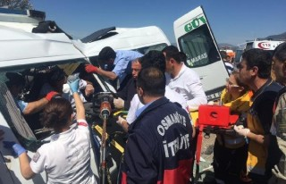 Yolcu Minibüsü kaza yaptı: 3 ölü, 11 yaralı