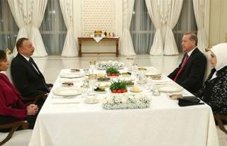 Cumhurbaşkanı Erdoğan, onuruna verilen yemeğe...