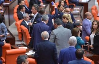 CHP Milletvekilleri Genel Kurul'u terk etti!