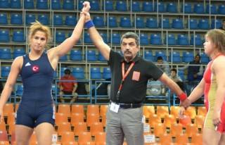 Kadın güreşciler Avrupa üçüncüsü oldu!