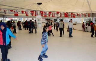 Yetim Çocuklar Buz Pistinde eğlendi