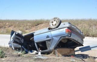 Takla atan otomobildeki 4 Kişilik aile ölümden...