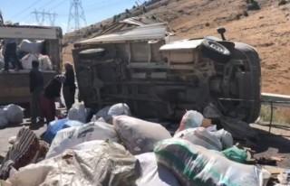 Kahramanmaraş'ta kamyonet takla attı: 1'i ağır...