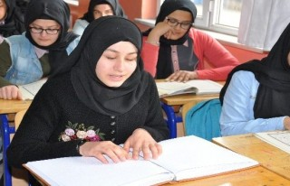 Görme engelli Büşra üç günde Kur'an okumayı...