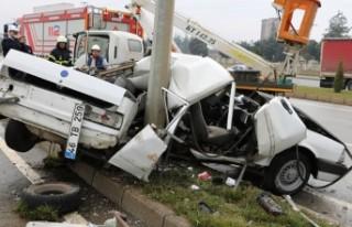 Kahramanmaraş'ta dehşet kaza! Aydınlatma direğine...