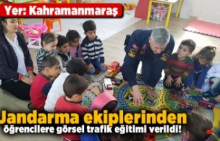 Kahramanmaraş'ta jandarma ekiplerinden öğrencilere...