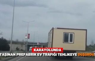 Trafikte prefabrik ev taşıyarak herkesin hayatını...