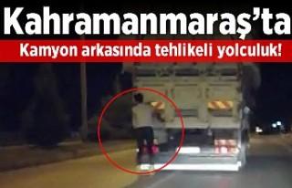 Kahramanmaraş'ta kamyon arkasında tehlikeli...