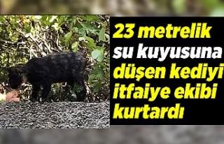 23 metrelik su kuyusuna düşen kediyi itfaiye ekibi...