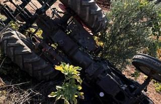 Traktörün altında kalan sürücü hayatını kaybetti.