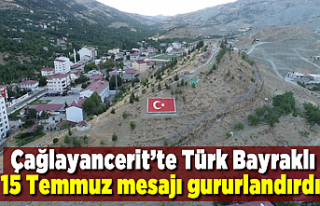 Çağlayancerit'te Türk Bayraklı 15 Temmuz mesajı...