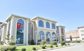 TÜRKOĞLU'NDA, AZERBAYCAN VE TÜRK BAYRAĞI BİRLİKTE DALGALANIYOR