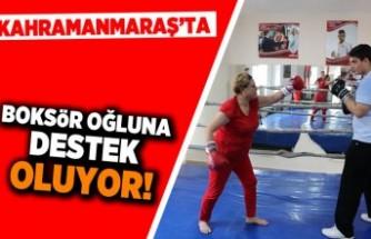 Kahramanmaraş'ta boksör oğluna destek oluyor!